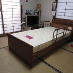 PLATZ ケアレットシリーズ電動リクライニングベッド