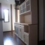 パイン無垢材のホワイトアンティーク調カップボード&キッチンカウンター